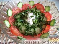 Салат из помидоров, огурцов и зеленого салата