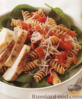 Салат из макарон, со шпинатом и куриным филе