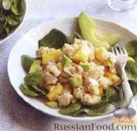 Куриный салат с авокадо, ананасом и рисом