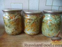 Салат из капусты, сладкого перца, моркови и лука