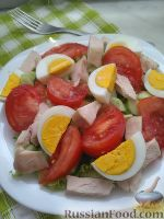 Легкий салат с копченой курицей