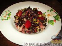 """Салат """"Венера"""" с черным рисом и морепродуктами"""