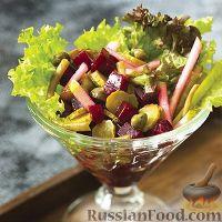 Салат из свёклы, со стручковой фасолью, яблоком и корнишонами