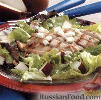Салат из куриного филе, груши и сыра