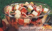 Салат из болгарского перца, лука, сыра и оливок