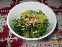 Салат из шпината с апельсином и орешками