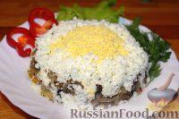 Салат с картофелем, грибами и свеклой