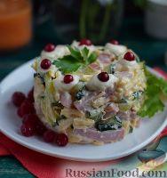Простой салат с ветчиной, сыром и огурцом