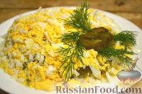 Салат из говядины, яиц и маринованных огурцов