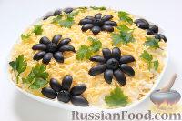Слоеный салат «Крабы в шубе», с рисом и сухариками
