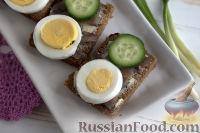 Бутерброды с килькой и яйцом
