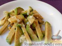 Салат из авокадо с чесноком