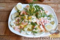 Салат с креветками, колбасой и огурцом