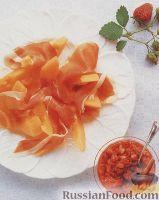 Дыневый салат с ветчиной и клубничной сальсой