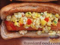 Хот-дог с кукурузным салатом