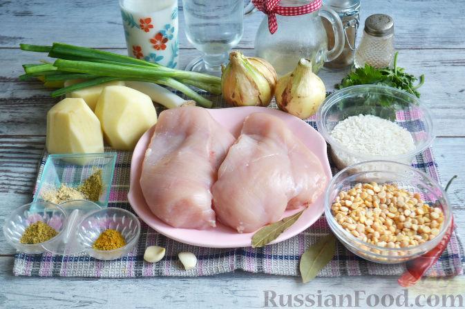 Подготавливаем продукты для супа из гороха.
