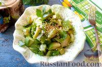 Салат из авокадо, киви и брюссельской капусты