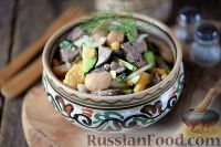 Салат с куриной печенью, фасолью и огурцами