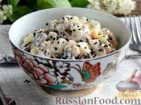 Салат с курицей, грибами, яйцами и огурцом