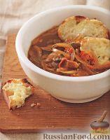Луковый суп с беконом и грибами