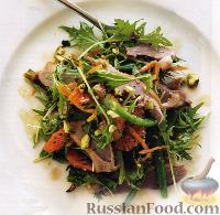 Салат с утиным мясом, мандаринами и фисташками