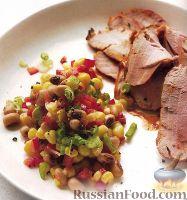 Жареная свинина и салат из спаржевой фасоли