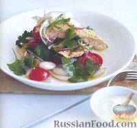 Телятина в кукурузной панировке и салат с фасолью