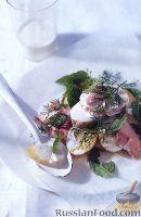 Салат с копченой форелью, молодым картофелем и мятой