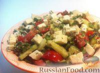 Овощной салат с сыром и ореховой заправкой