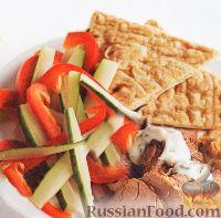 Пита с салатом из свежих овощей