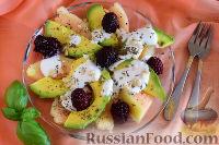 Десертный салат из дыни и авокадо