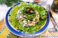 Салат с грибами, яйцами и горошком