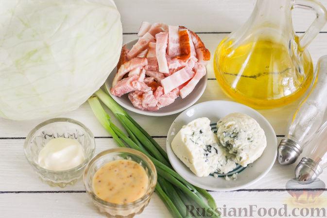Подготовьте необходимые ингредиенты для запеченной капусты под сырным соусом, с беконом.