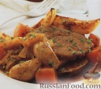 Картофель, тушенный с мясом, овощами и домашними колбасками