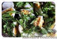 Салат с малосольными огурцами и яйцом
