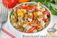 Салат с курицей, апельсином и сухариками