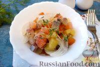 """Салат """"Норвежский"""" с сельдью и помидорами"""