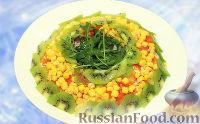 """Новогодний салат """"Малахитовый браслет"""" с курицей, кукурузой и киви"""