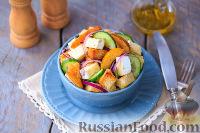 Салат с айвой, сыром и сухариками
