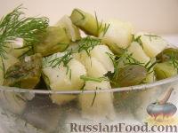 Салат картофельный с маринованными огурцами и укропом