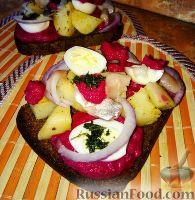 Сморреброд (датский бутерброд) с селедкой и свекольным соусом