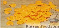 Как приготовить рыбу, запеченную с овощами:     Овощи (картофель, цуккини, сладкий перец, морковь, помидоры) нарезать или натереть на терке тонкими пластинами.