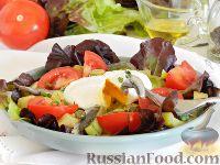 Салат с картофелем, килькой и яйцом пашот