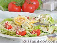 Салат с курицей, овощами и сыром