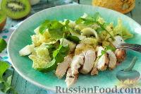Зеленый салат с курицей и заправкой из киви