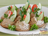 Рыбный паштет на крекерах