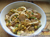 Салат с луком и зеленым горошком