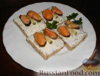 Бутерброды с мидиями и творогом