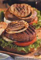 Бургеры с грибами, луком, помидорами и сыром