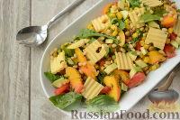 """Овощной салат """"Щедрость лета"""" с персиками, авокадо и сыром"""